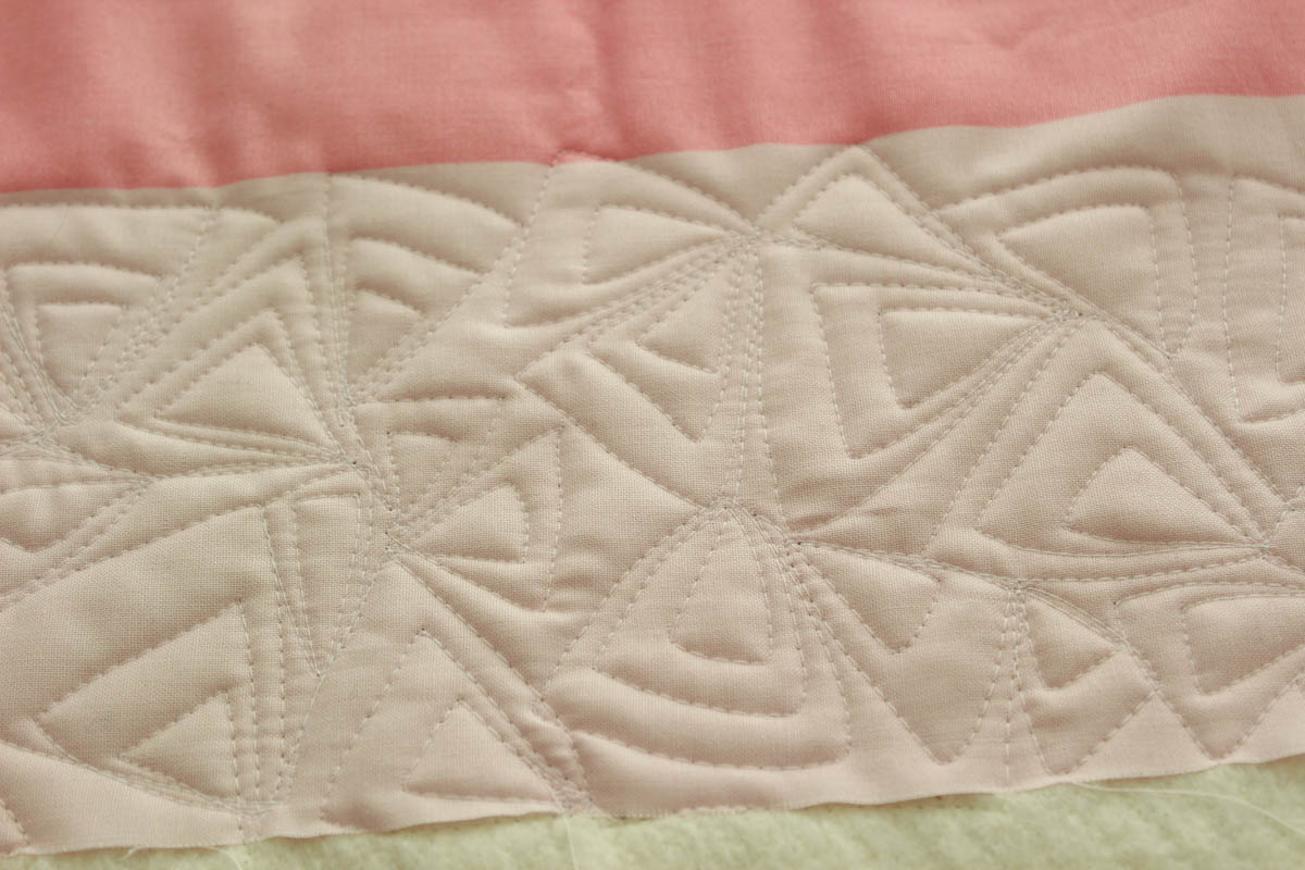 free-motion arrowhead quilting motif from Piece and Quilt kristinesser.com
