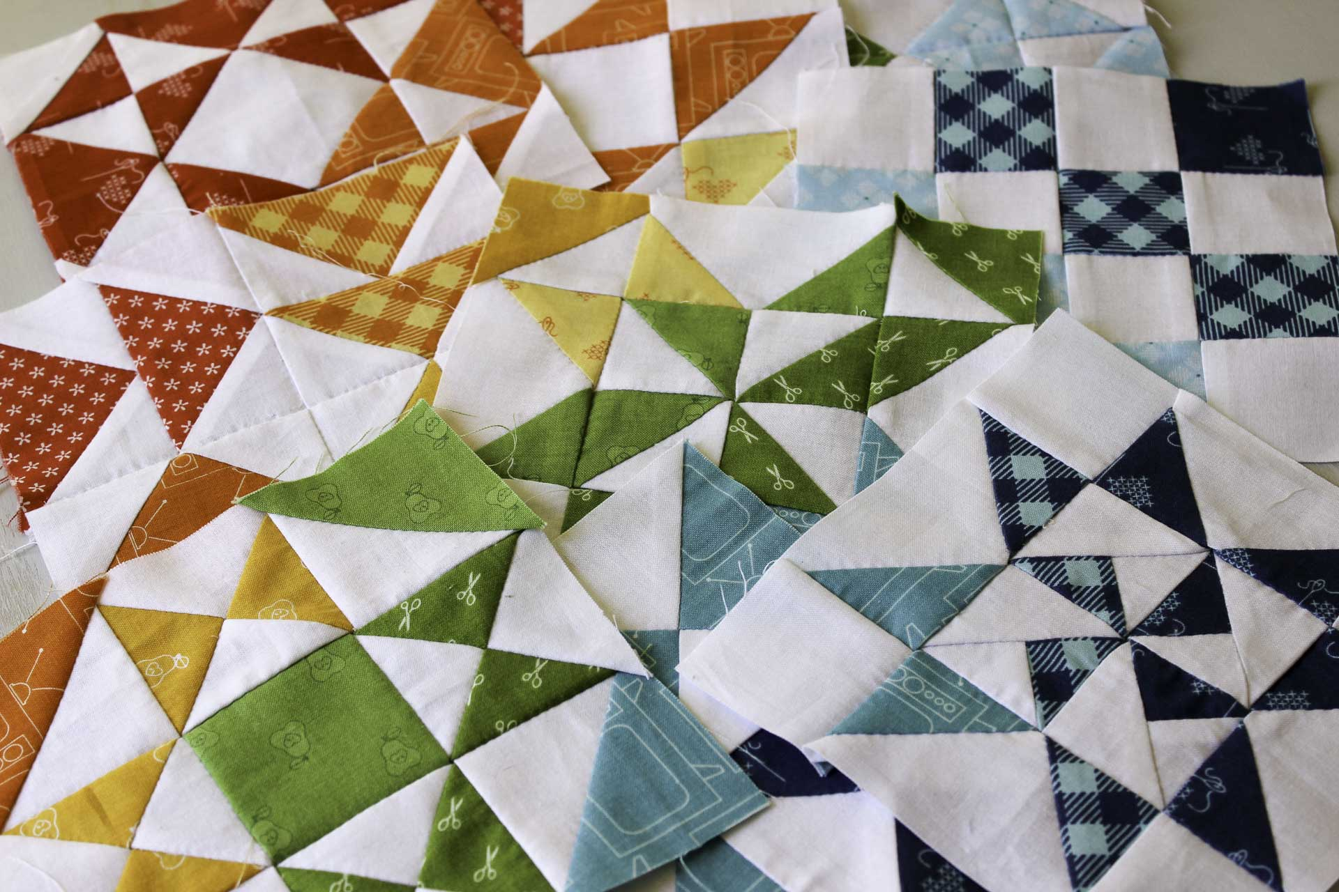 Hand Pieced QAL: A Rainbow Quilt